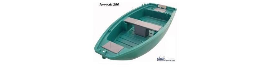 barques poly thyl ne fun yak des barques de p ches et. Black Bedroom Furniture Sets. Home Design Ideas